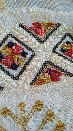 Geometric Embroidery, Folk Embroidery, Folk Costume, Costumes, Bohemian Rug, Cross Stitch, Crafty, Popular, Traditional