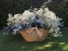 Selecting The Flower Arrangement For Church Weddings – Bridezilla Flowers Wedding Centerpieces, Wedding Bouquets, Wedding Decorations, Beautiful Flower Quotes, Beautiful Flowers, Forest Wedding, Rustic Wedding, Floral Wedding, Wedding Flowers