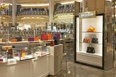 Delvaux Lafayette in Paris Popcorn Maker, Kitchen Appliances, Boutiques, Handbags, Paris, Home Decor, Diy Kitchen Appliances, Boutique Stores, Home Appliances