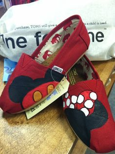 Mickey & Minnie Mouse Toms... Perfect for my trip to Disney!