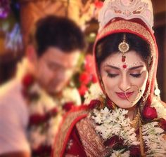 Indian Bridal Looks - The Bengali Bridal Look Indian Wedding Pictures, Indian Wedding Couple Photography, Bridal Photography, Photography Ideas, Bengali Bridal Makeup, Bridal Makeup Looks, Bridal Looks, Bengali Bride, Bengali Wedding