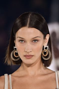 Bella and Gigi Hadid look sensational as they rock the runway during the Jacquemus Menswear PFW show Style Bella Hadid, Bella Hadid Hair, Bella Gigi Hadid, Bella Hadid Outfits, Vogue Cover, Isabella Hadid, Fashion Magazin, Ellen Von Unwerth, Pretty People