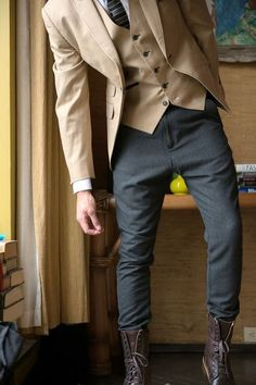 Look dapper this season in how you style your look with men's boots. From chelsea boots to brogues, cap toe boots to chukka boots look stylish from the office Sharp Dressed Man, Well Dressed Men, Mens Fashion Blog, Fashion Mode, Fashion Photo, Fashion Styles, Fashion Menswear, Fashion Black, Cheap Fashion