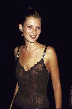 Kate Moss, master of the slip dresss Ella Moss, Moss Fashion, Kate Moss Style, Queen Kate, Croydon, Unisex, Ideias Fashion, Celebrity Style, Celebrity Dresses