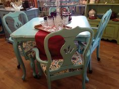 Shabby chic dining table with 4 chair