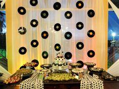 Resultado de imagem para decoração de festa anos 60 masculino