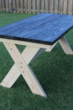 55 Rustic Outdoor Patio Table Design Ideas DIY on a Budget 10 55 Rustikale Garten-Terrassentisch-Des Rustic Furniture, Diy Furniture, Outdoor Furniture, Luxury Furniture, Modern Furniture, Furniture Design, Build A Picnic Table, Picnic Tables, Patio Tables