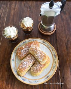 #buongiorno svegliarsi con calma, contare i giorni che mancano alle vacanze, concedersi il #caffè con la panna e i biscotti all'olio da inzuppare, buona domenica 😊🎈 {http://www.queenskitchen.it/frollini-all-olio-da-inzuppare-7} 🍰🍓🍰🍓❤️📚📖 #queenbreakfast