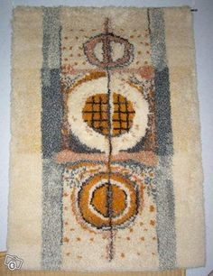 Kehrä-ryijy Rya Rug, Wool Rug, Art Textile, Textiles, Tapestry Design, Penny Rugs, Tapestry Weaving, Rug Hooking, Fabric Art