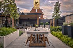 Outside Living, Outdoor Living, Contemporary Garden, Outdoor Furniture Sets, Outdoor Decor, Garden Inspiration, Outdoor Gardens, Living Spaces, New Homes