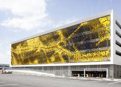 Parking Structure Art Facade / Urbana See the cool video of the facade -> http://vimeo.com/101355080