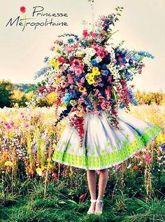 Un mazzo di fiori coloratissimo che rende allegri anche nelle giornate più difficili....Buon lunedì a tutte voi! #princessemetropolitaine #springsummer #collection #flowers