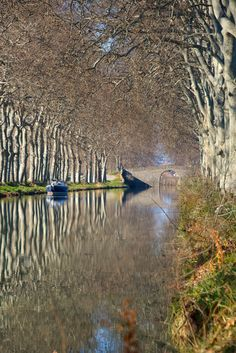 Canal du Midi at Cers, Beziers, Languedoc-Roussillon_ France Le Canal Du Midi, Canal Boat, Culture Travel, Science And Nature, Nature Pictures, Landscape Photos, Amazing Nature, Camping, Vacation Spots