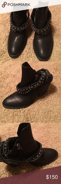 Beautiful Dolce Vita Hollice Bootie EUC. Very little wear. These are in such awesome condition and so edgy and stylish. If you need measurements please let me know. Gorgeous booties!! Dolce Vita Shoes Ankle Boots & Booties