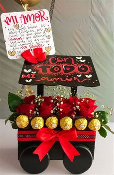 Valentine Baskets, Valentines Gift Box, Candy Bouquet Diy, Diy Bouquet, Chanel Birthday Party, Gift Wrapping Bows, Cute Boyfriend Gifts, Flower Box Gift, Saint Valentine