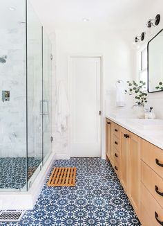 18 Ways to Incorporate Color Trends Into Your All-White Bathroom Ginny Macdonald - Farbtrends Patterned Bathroom Tiles, Bathroom Interior Design, Modern House, Modern Bathroom Design, Decor Interior Design, Home Decor, White Bathroom, Trending Bathroom Colors, Bathroom Decor