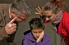 Γιατί η τιμωρία και η αμοιβή κάνουν κακό στην διαπαιδαγώγηση των παιδιών και πώς να θέσετε τα όρια μέσα στο σπίτι με υγιή τρόπο.