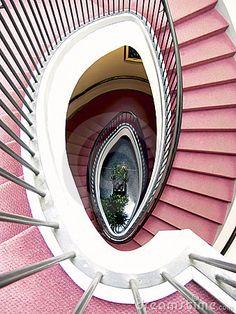 escalera espiral alfombra roja imagen de archivo imagen