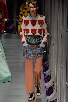 http://www.vogue.com/fashion-shows/fall-2017-ready-to-wear/gucci/slideshow/collection