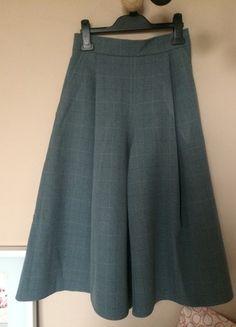 Kup mój przedmiot na #vintedpl http://www.vinted.pl/damska-odziez/spodnice-inne/20764674-spodnico-spodnie-szara-w-krate-xs-s