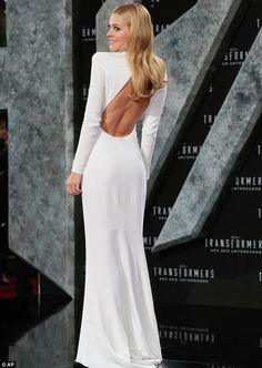 Bare back: Nicole showed off her sculpted back in the cut-out dress