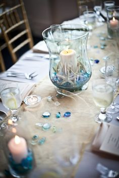 Füllen Sie einen Kerzenhalter mit Seesternen