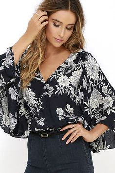 The Amuse Society Pipa Beige and Black Floral Print Crop Top is antsy to make an appearance with your favorite high-waisted jeans! Lightweight rayon fabric flows into wide bell sleeves alongside a surplice bodice with modesty snap. A lovely botanical print is found throughout, ending at the cropped elastic waist.