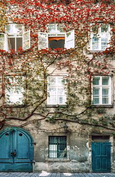 Vienna courtyards are <3 by Julia Dávila-Lampe - Photo 170409577 / 500px