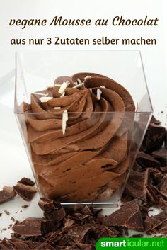 Vegan chocolate mousse from 3 ingredients - quick and calorie .-Vegane Mousse au Chocolat aus 3 Zutaten – schnell und kalorienarm Without cream, without egg: With this recipe for vegan chocolate mousse, you save calories without sacrificing taste. Desserts Végétaliens, Easy Chocolate Desserts, Chocolate Cake Recipe Easy, Chocolate Recipes, Paleo Dessert, Healthy Dessert Recipes, Easy Cake Recipes, Sweet Recipes, Vegan Recetas