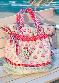 Große Strandtasche http://www.handmadekultur.de/projekte/grosse-strandtasche_50693