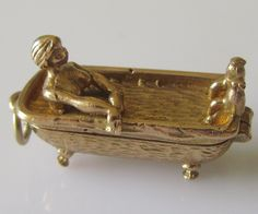 1963 - Saucy 9ct Gold Lady in Bath Tub Charm Opens Hallmarked G&H London, year is 1963