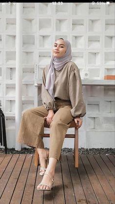 Modest Fashion Hijab, Modern Hijab Fashion, Street Hijab Fashion, Modesty Fashion, Casual Hijab Outfit, Hijab Fashion Inspiration, Muslim Fashion, Casual Outfits, Hijab Fashion Summer
