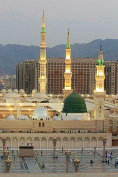 Bahar-e-Durood O Salam: Gumbad-e-Khazra / Masjid-e-Nabawi Al Masjid An Nabawi, Masjid Al Haram, Islamic Wallpaper Hd, Mecca Wallpaper, Islamic Images, Islamic Pictures, Islamic Messages, Medina Mosque, Mecca Kaaba