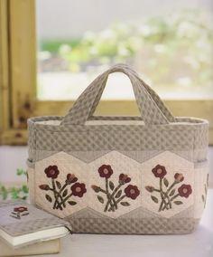 How to make tutorial set of shoulder tote Bag Handbag and cover book women sewing quilt patchwork applique pdf pattern patterns ebook. $6.00, via Etsy.