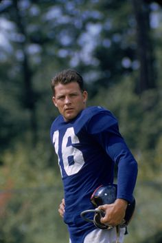2019 Latest Design Frank Gifford New York Giants Football Case For Your Autographed Football Elegant Shape Display Cases