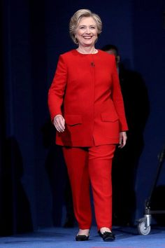 Ivanka Trump wore a red pantsuit to the White House on Tuesday, to watch her father sign two women-friendly bills into law. Classic Feminine Style, Classic Style Women, Classic Outfits, Classic Chic, Classic Fashion, Simple Style, Hillary Clinton Birthday, Hillary Clinton Pantsuit, Hillary Clinton Fashion