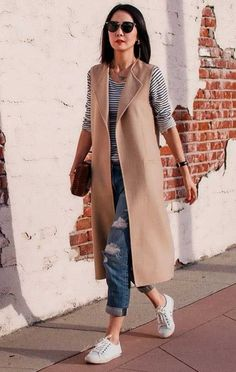 mode How To Rock Sleeveless Coats: Street Style Compilation 2019 Watch Out For These Indoor Plant In Vest Outfits For Women, Blazer Outfits, Mode Outfits, Chic Outfits, Fashion Outfits, Womens Fashion, Fashion Trends, Blazer Vest, Fashion Fashion