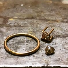 On the bench... sparkly chocolate raw diamond and rose gold ring, about to assemble! #chocolatediamonds #rawdiamonds #roughdiamonds #showmeyourrings #tamaragomezjewellery