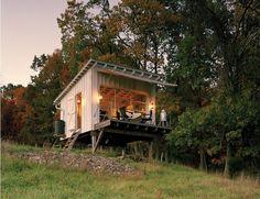 ほったて小屋でキャンプ                                                                                                                                                                                 もっと見る