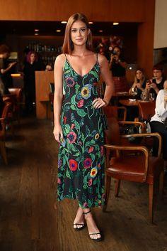 Vestido estampado de Marina Ruy Barbosa é da estilista Patricia Bonaldi. A cara do verão, o longo tem aplicações delicadas e formam um floral belíssimo