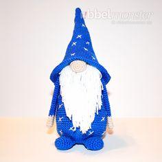 """In dieser kostenlosen Amigurumi Anleitung zeige ich dir, wie du """"Magnus Magicus"""" den Zauberwichtel häkeln kannst. Magnus ist ein bezaubernder bärtiger Wic"""