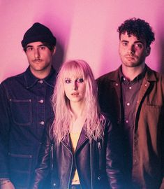 PARAMORE ARE BACK AND 2017 IS SAVED