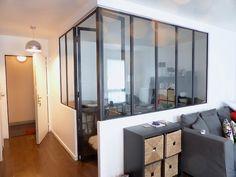 Création d'une chambre dans un salon avec verrière. Travaux de platrerie réalisés par nos soins.