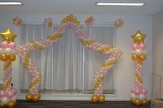 Twinkle Twinkle Little Star Balloon Arch in pearl pink, pearl white and metallic gold