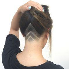 Supremo #undercut #buzzcut #shavedlines #girlswithshavedheads #napeundercut #ucfeed Thx @playwithscissors