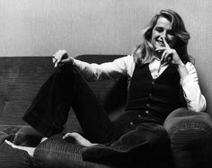 Charlotte Rampling's Elegant, Androgynous Style, Or the Reason God Created Women in Pants Charlotte Rampling, Androgynous Women, Androgynous Style, Tomboy Style, Girl Style, Georgy Girl, Style Androgyne, Photo Portrait, Poses