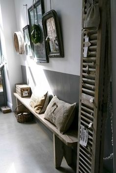Un esprit déco campagne investit ce couloir doté d'éléments bois au style…