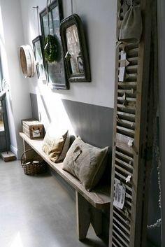 Un esprit déco campagne investit ce couloir doté d'éléments bois au style rustique - Wood decor in the corridor