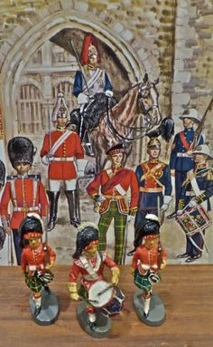 3-Scots-Marching-Drummer-2-w-Rifles-Elastolin-Lineol-Hausser