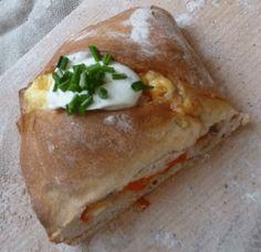 Man sieht es in letzter Zeit vor allem auf Festivals - gefülltes Handbrot. Frisch gebackenes Brot gefüllt mit Käse und Champignons. Bereits letztes Jahr war ich hin und weg davon, aber als ich es d...